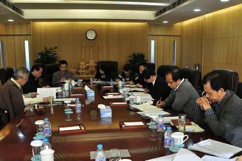党委理论中心组集体学习党的十八届六中全会精神