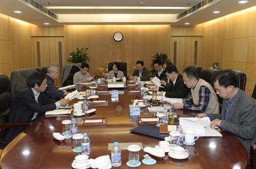 党委理论中心组集体学习《关于新形势下党内政治生活的若干准则》和《中国共产党党内监督条例》